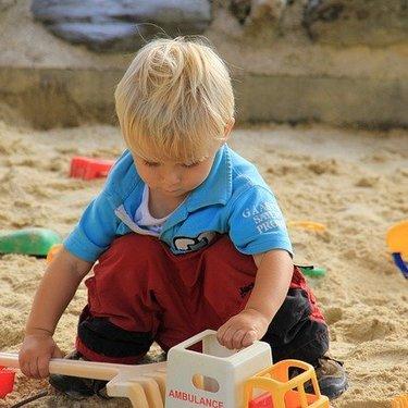 砂場をDIYで作ってみよう!簡単な作り方・材料・費用・注意点まとめ!