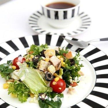 ファミマのサラダチキンは種類が豊富!人気商品のおすすめの食べ方とは?