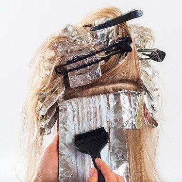 美容院で髪染めする場合の値段の相場まとめ!カラーの種類によって違う?