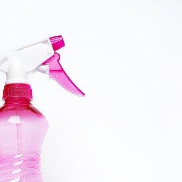 壁紙の掃除方法まとめ!黒ずみや汚れの落とし方やおすすめの道具などを紹介!