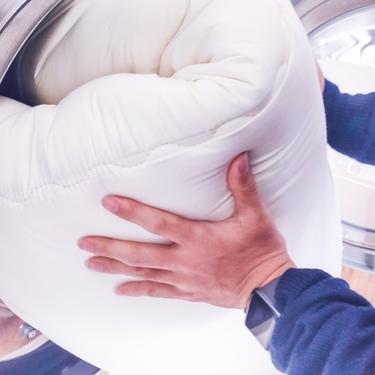羽毛布団をコインランドリーで洗おう!洗濯機・乾燥機を使う手順や注意点まとめ!