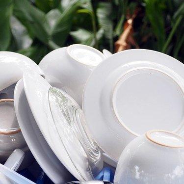 食洗器が臭い原因とは?においを取る掃除方法や簡単な対策などをレクチャー!
