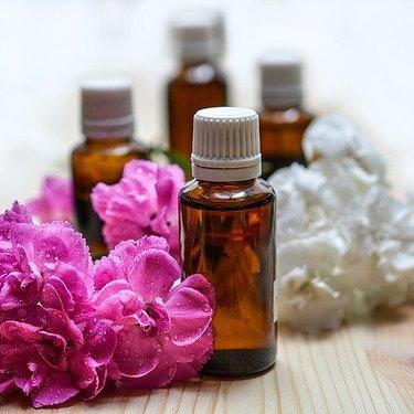 ロールオンタイプのおすすめ香水をご紹介!持ち運びに便利で使いやすい!