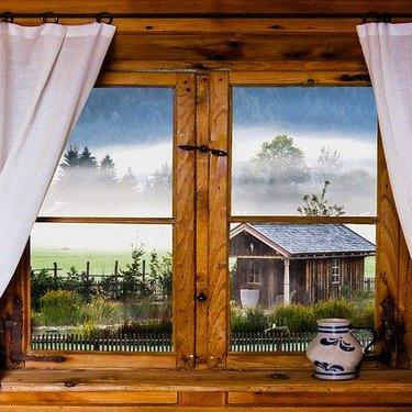 出窓用カーテン&ブラインドのおすすめは?サイズの測り方や遮光性も解説!