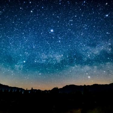 レジンで宇宙を作ろう!簡単に星空ができる塗り方やアクセサリーの作り方を紹介!