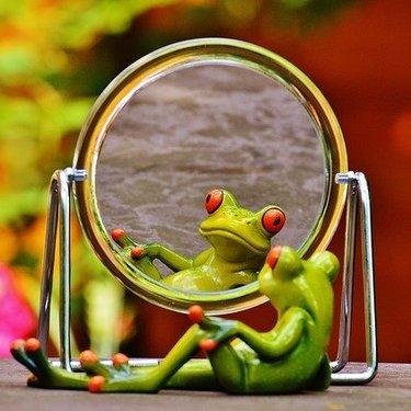 鏡の作り方!100均グッズを使った簡単なDIYアイデアなど手作りのコツも!