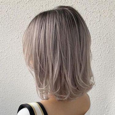 ホワイトアッシュは外国人風のおしゃれな髪色♪ブリーチなしでも作れる!