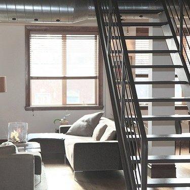 階段下収納をDIYで便利空間にリフォーム!簡単なリメイク方法や活用術まとめ!
