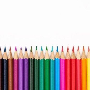 プラ板に色鉛筆で着色してみよう!簡単なグラデーションの作り方やコツも伝授!