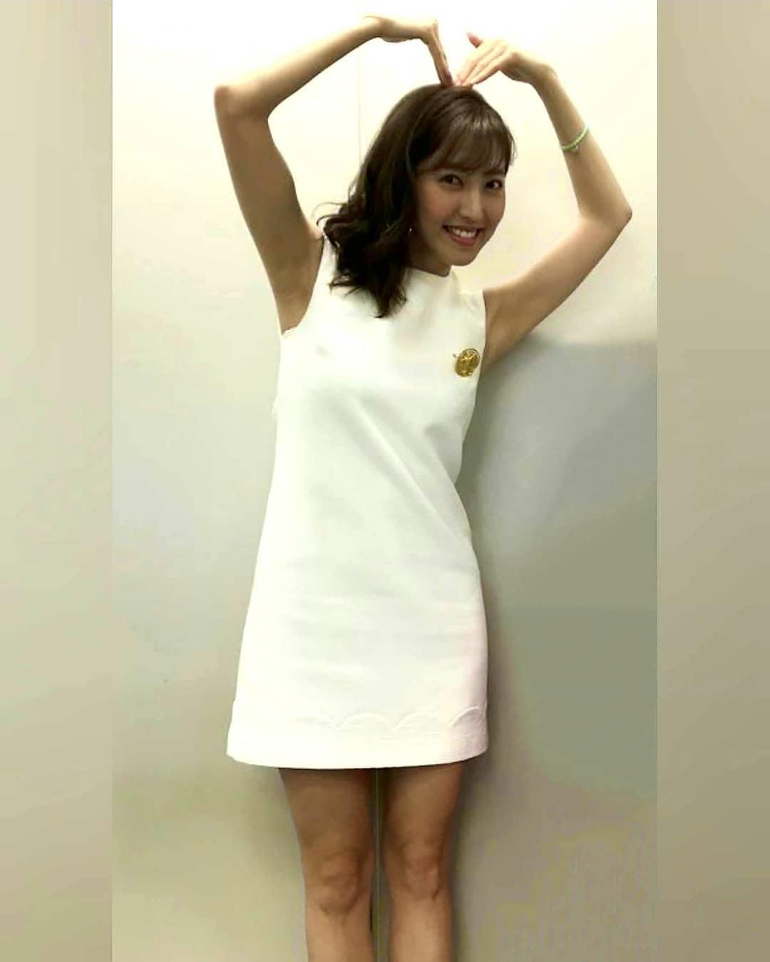 ミニスカート姿の小澤陽子さん