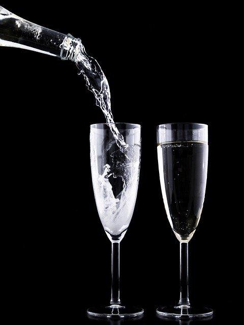 「アルコール」と「エタノール」の違いとは?意味や使い方を解説!