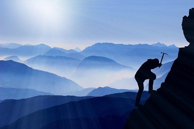 「登る」と「上る」と「昇る」の違いとは?意味や使い方を解説!