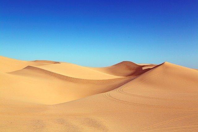「砂漠」と「砂丘」の違いとは?意味や使い方を解説!