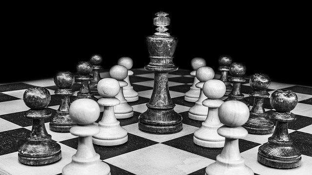 「戦略」と「戦術」の違いとは?意味や使い方を解説!