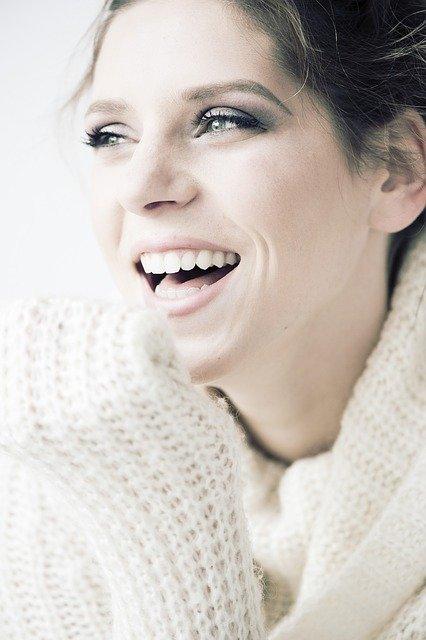 「破顔一笑」の意味とは?意味や使い方を解説!