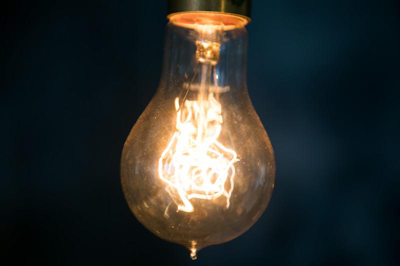 「灯台下暗し」の意味とは?意味や使い方を解説!