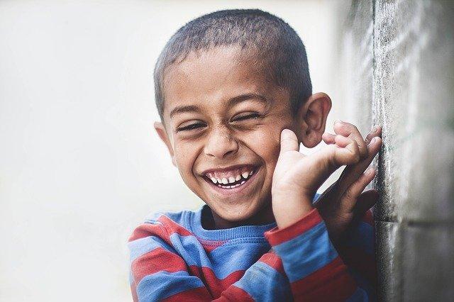 「笑う門には福来たる」の意味とは?意味や使い方を解説!