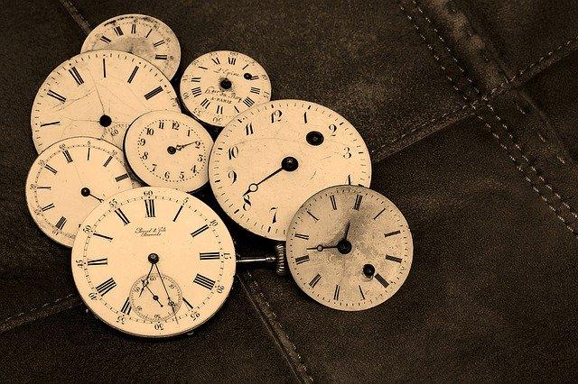 「歳月人を待たず」の意味とは?意味や使い方を解説!