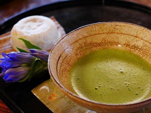 「お茶を濁す」の意味とは?意味や使い方を解説!