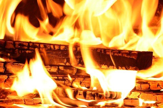 「焼べる」の意味とは?意味や使い方を解説!