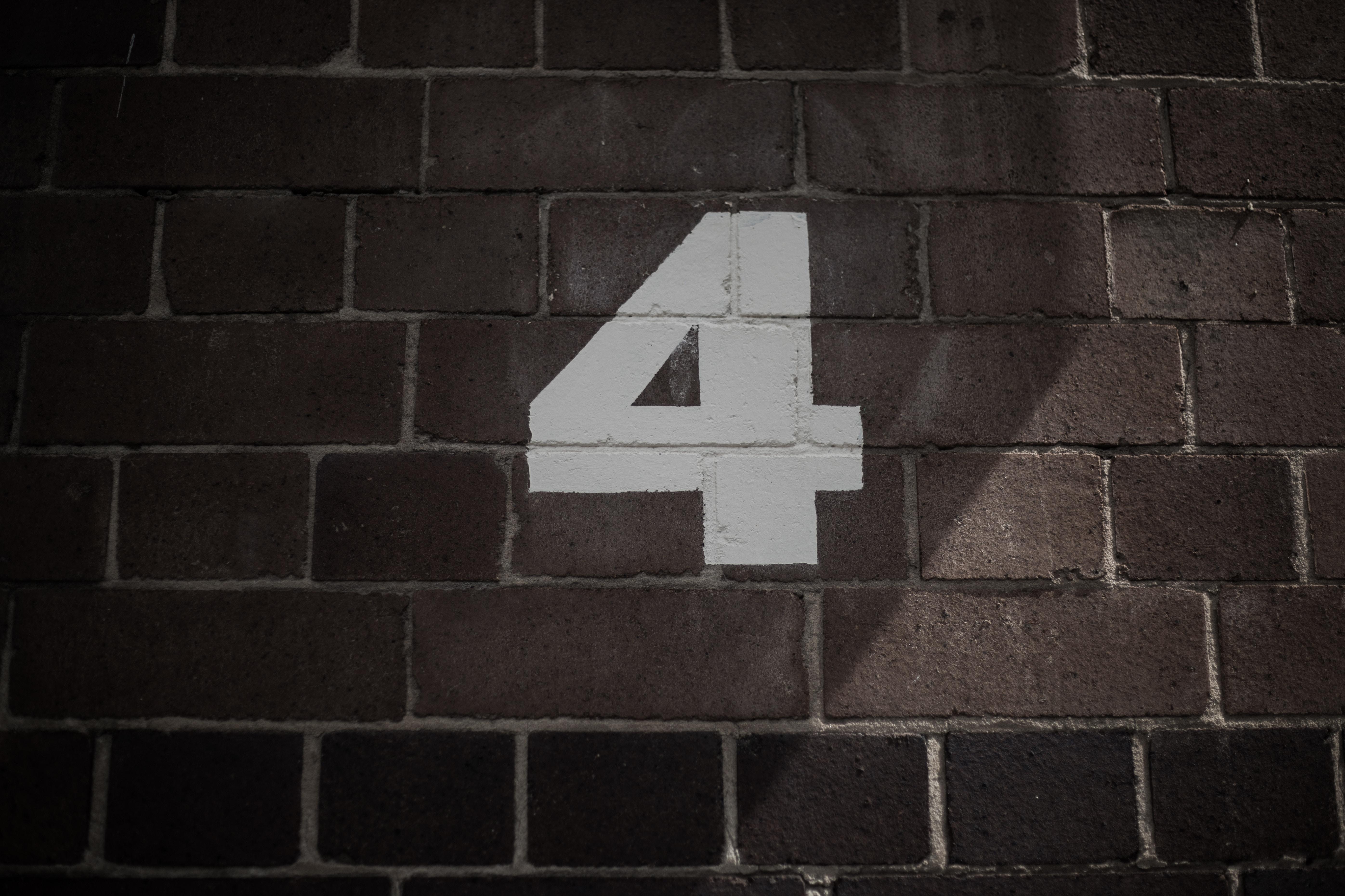 【カバラ数秘術】運命数4の相性・性格は?マイペースな努力家?