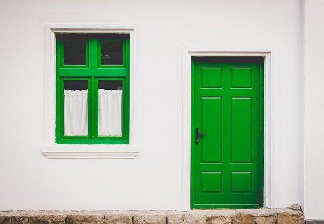 【風水】玄関に鏡を置く位置、形、サイズのベストは?