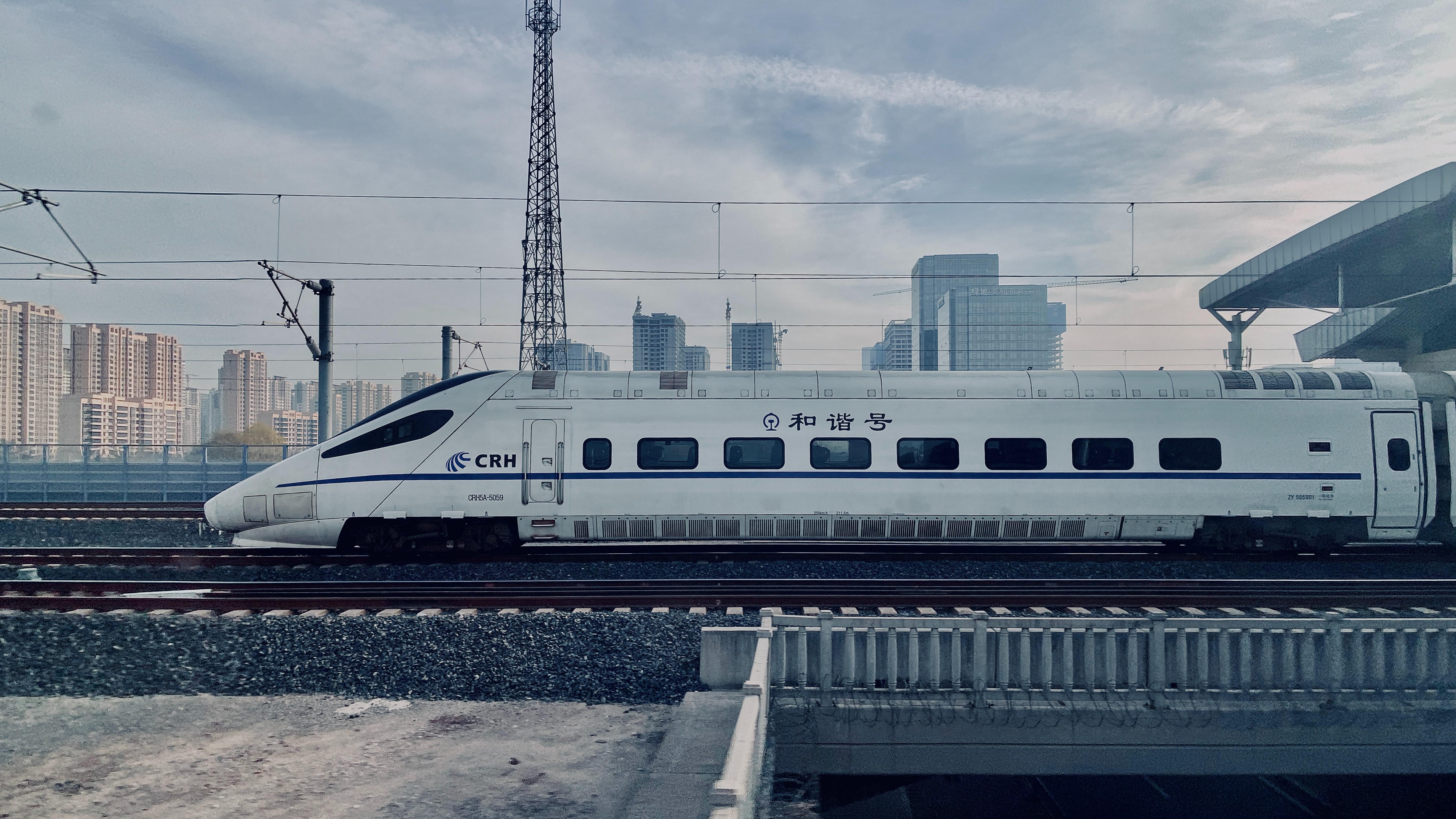 【夢占い】新幹線の夢の意味17選!乗る/乗り遅れる/切符