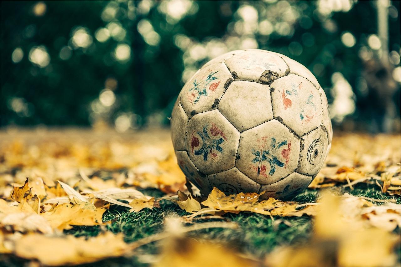 【夢占い】サッカーの夢の意味21選!願望達成への意思を表す?
