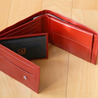 赤い財布の風水効果7選!金運がさがるからよくない?