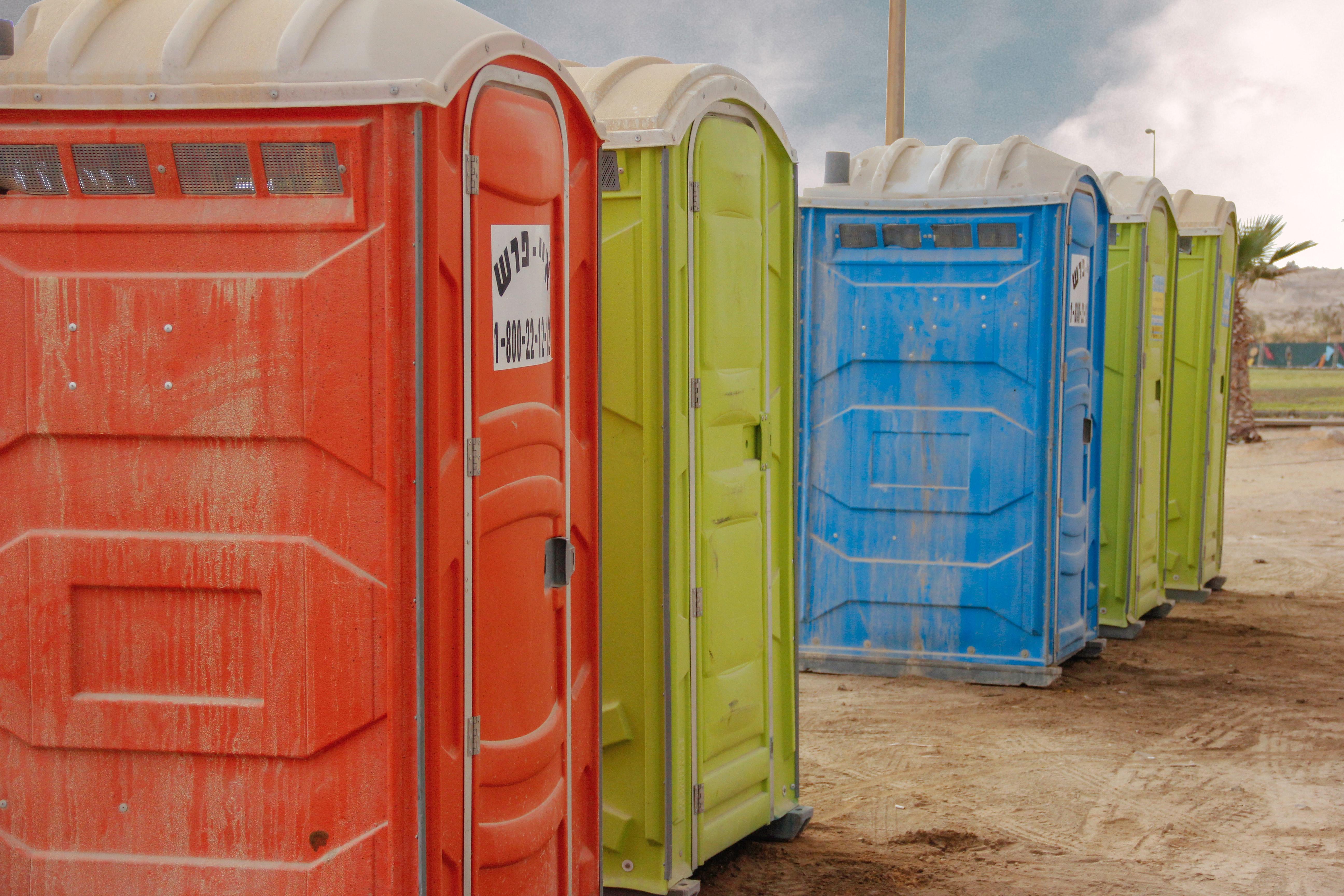 トイレを探す夢の意味17選!汚い・我慢などパターン別解説【夢占い】