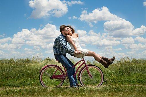 【夢占い】自転車の二人乗りの21の意味!警告夢・吉夢・凶夢の表れ