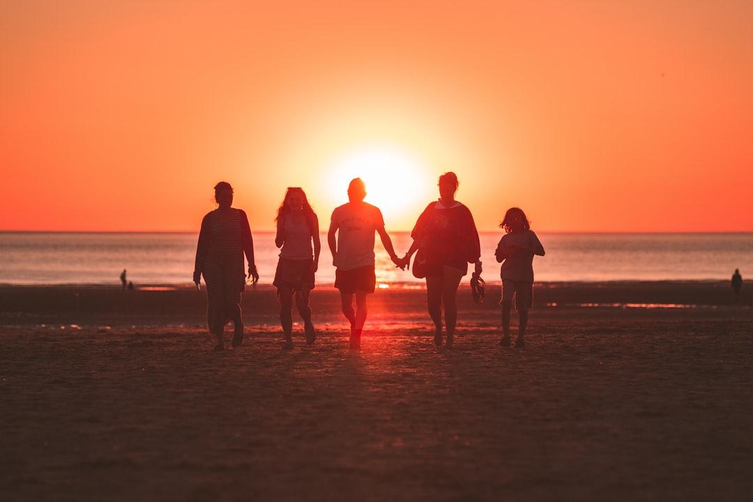 【夢占い】懐かしい人に関する夢の20の意味を解説!過去・人間関係