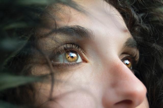 【夢占い】鼻くその夢の意味17選 ほじる・取れる・詰まるなど