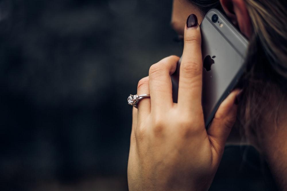 電話占いって高そう、怪しい…と不安な方へおすすめしたい「みん電占い」
