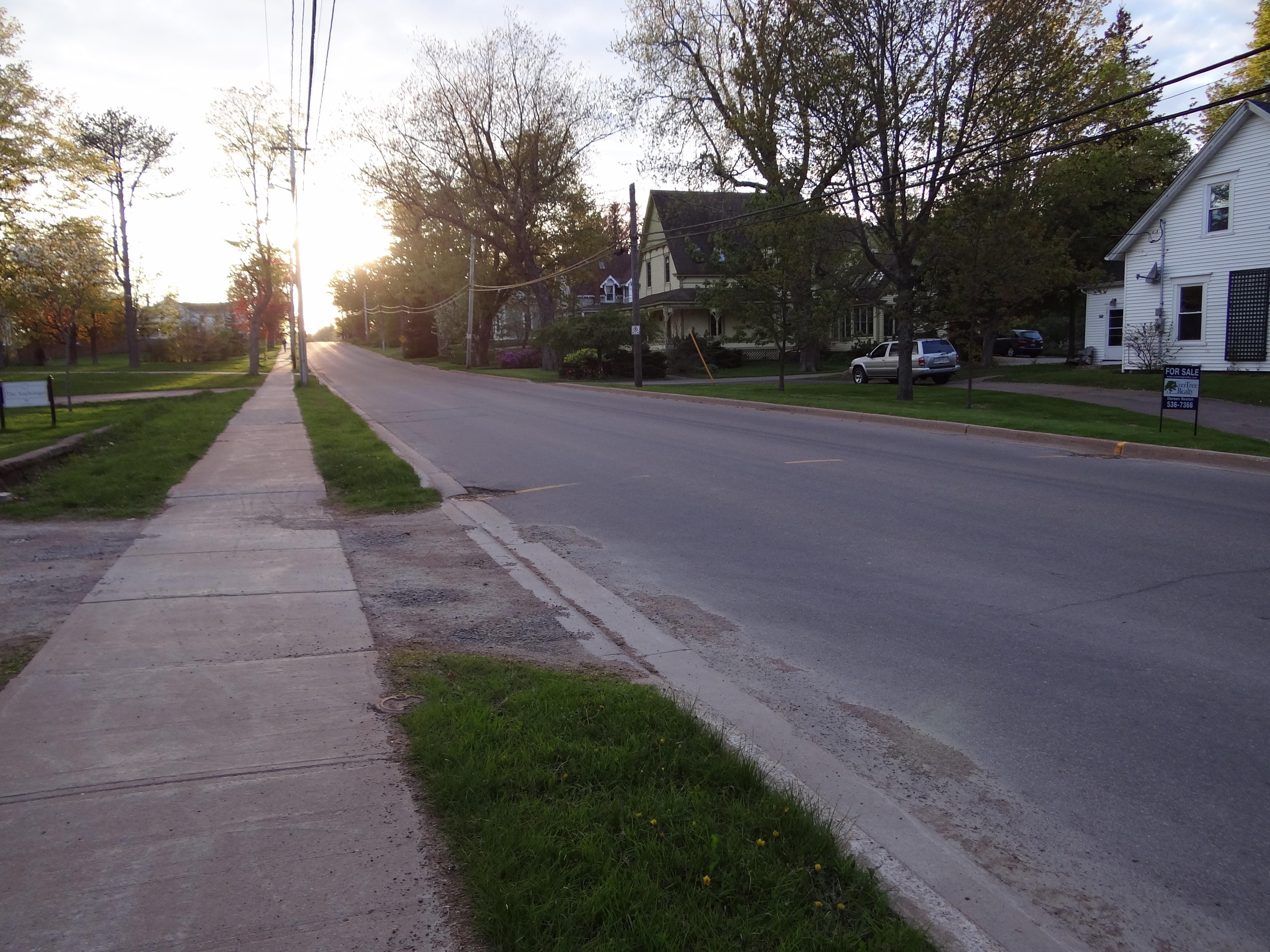 外国の道と街並みの写真です。