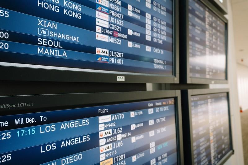 空港の便案内の表示板