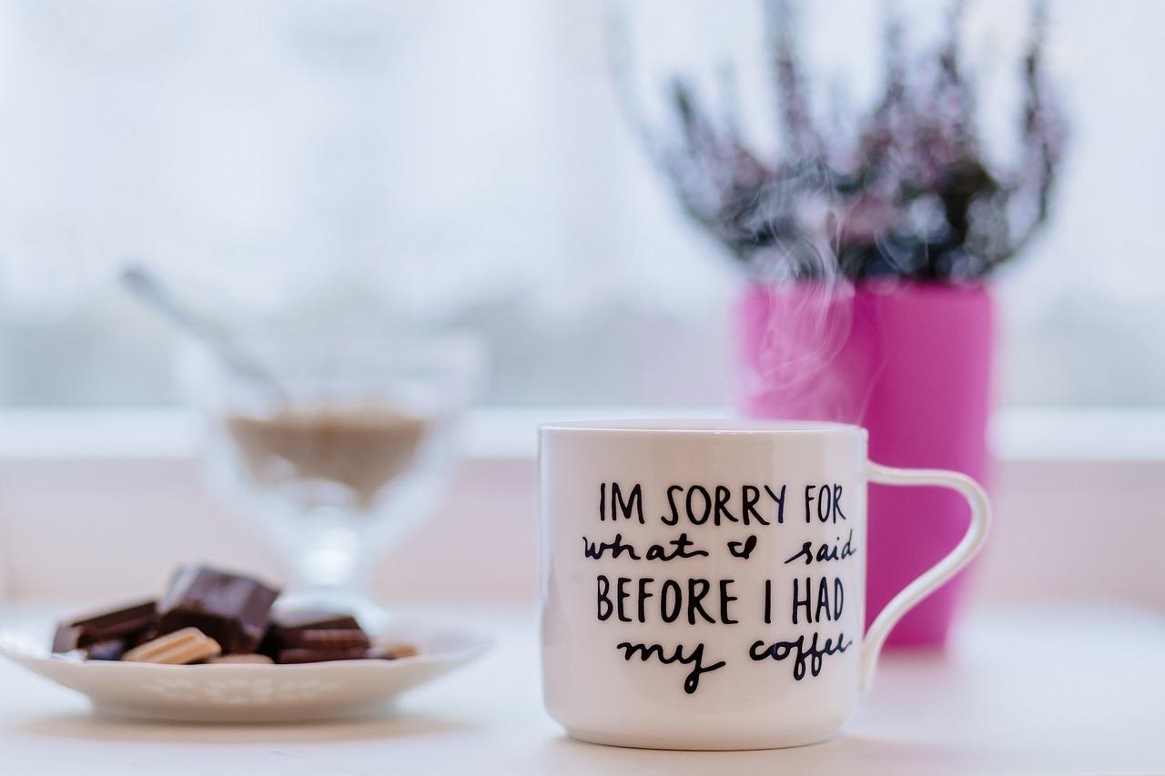 カップとチョコレート