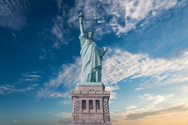 ニューヨークの自由の女神の写真です。