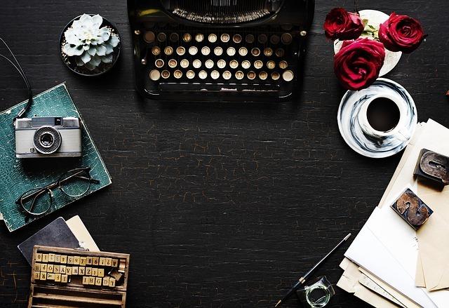 タイプライター、コーヒー、カメラ