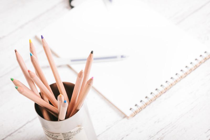 色鉛筆とノート