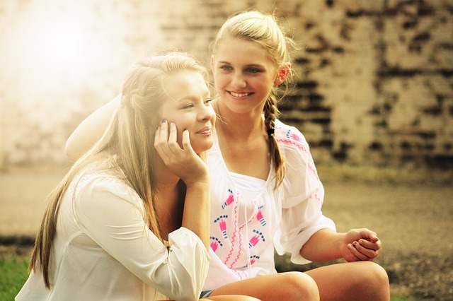 外国人の女子2人