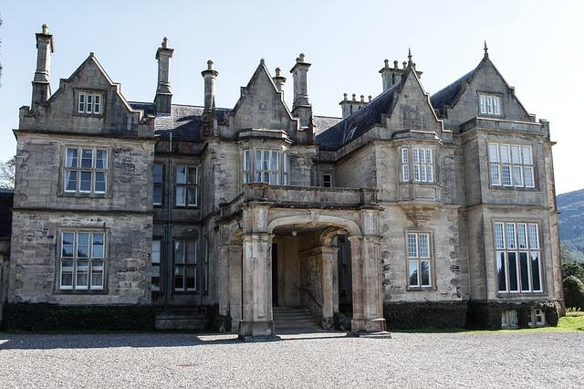 伝統的な上流階級の人が暮らすイギリス邸宅