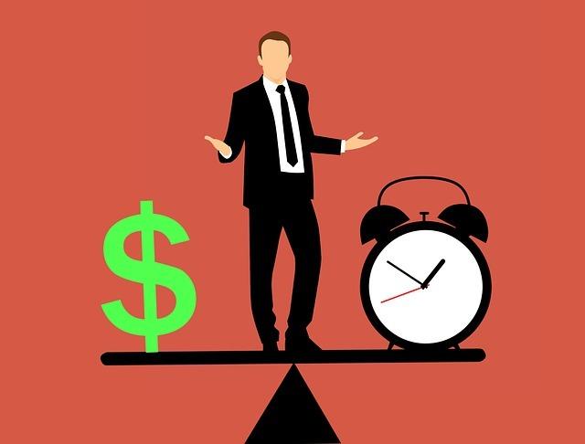 お金と時間を天秤にかけている男性のイラスト