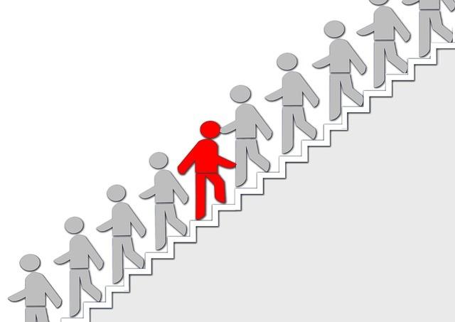 人が階段を昇降しています