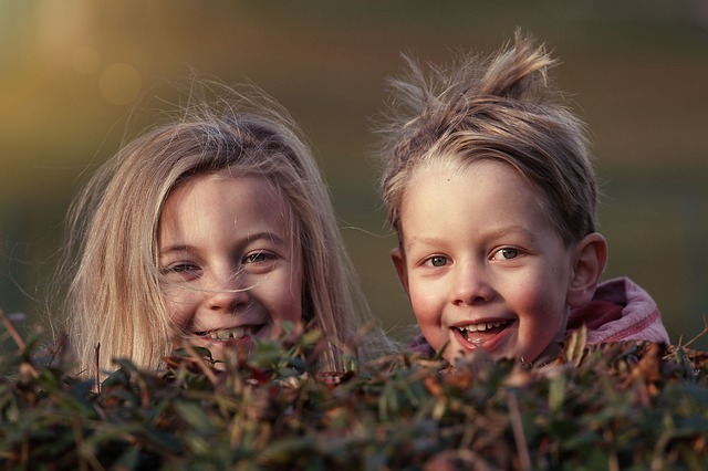 笑顔の女の子2人の写真