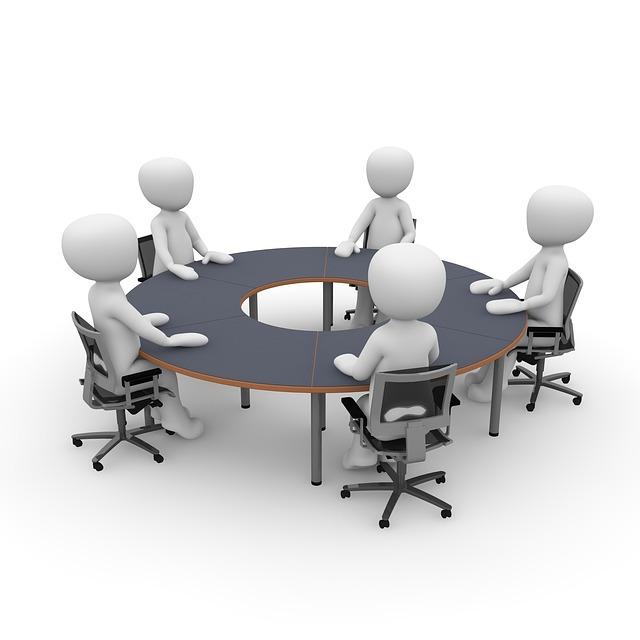 5人で会議