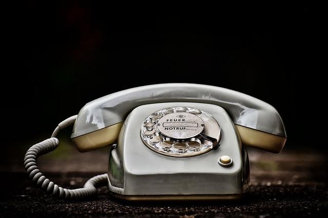 レトロなダイヤル式電話機