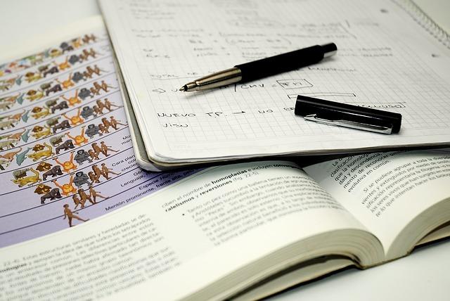 ノート、テキスト、ペン