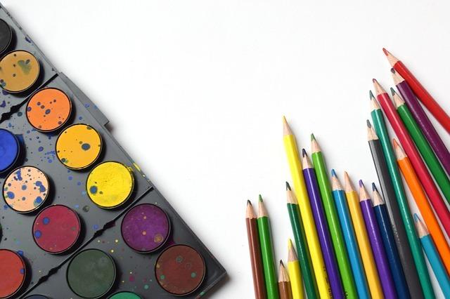 絵具と鉛筆