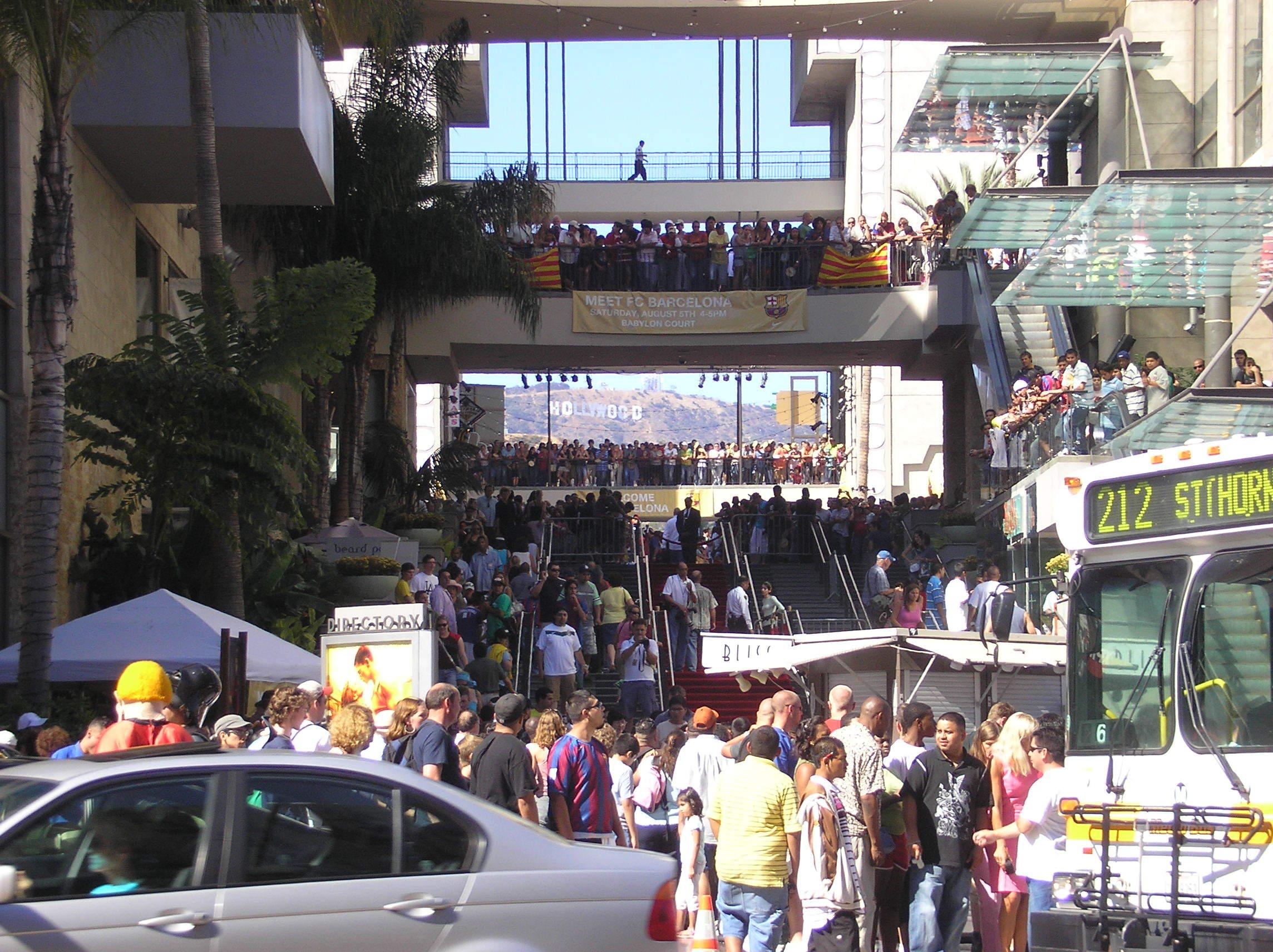 観光地に人が集まる写真
